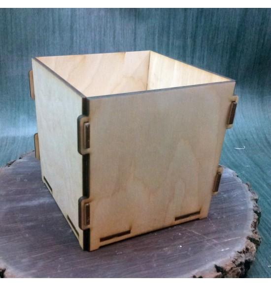Кашпо квадратное простое