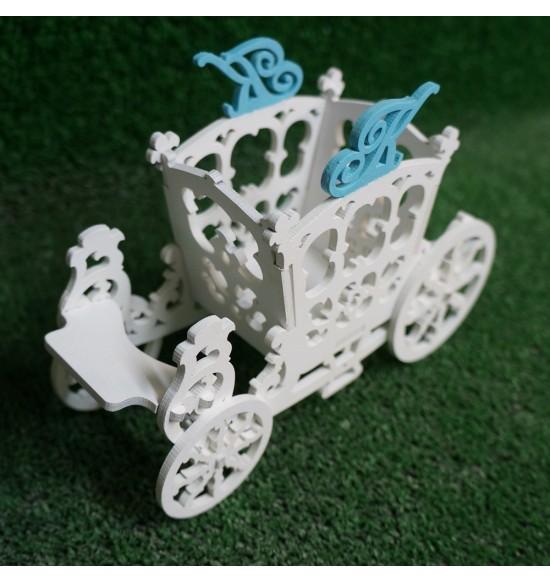 Коробочка в виде кареты с вензелями на заказ
